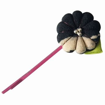 Adorable épingle à cheveux avec macaron fleuri réalisé en
