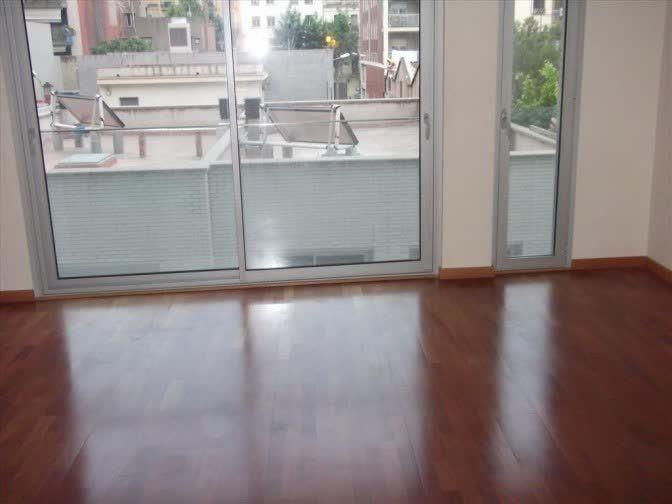 Piso en #VENTA en #POBLE NOU    Piso de 70 metros con gran salón, dos habitaciones (una suite), dos baños (bañera y ducha), ventanas climalit, suelos de parquet, persianas motorizadas, aire acondicionado integrado. Plaza de parquing incluída. Finca con ascensor.     TU CASA BCN |T: 933452811 |tucasabcn@tucasabcn.es |Avda. Meridiana 460, Barcelona    http://qoo.ly/cp6yz