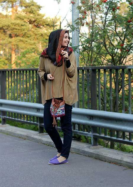 Salaş üstler, salaş bir örtü, etnik ve bohem desenli çanta ve ayakkabılar, boncuk takılar...