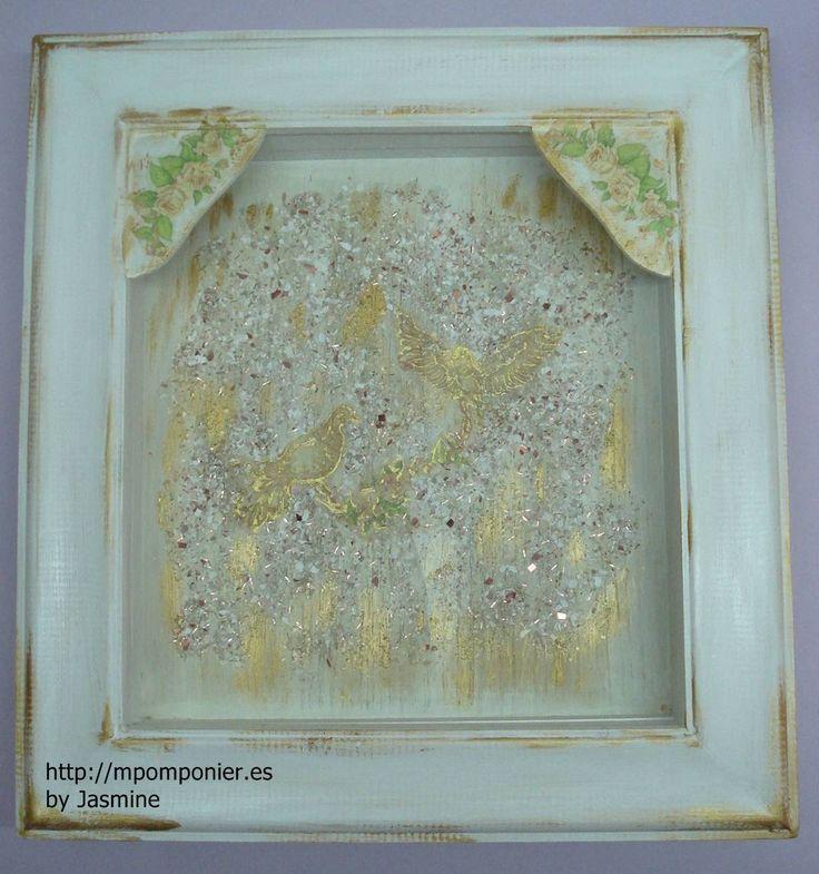 Ξύλινη λευκή στεφανοθήκη με θέμα τα περιστέρια. Η χειροποίητη στεφανοθήκη μπορεί να γίνει με οποιοδήποτε θέμα εσείς ζητήσετε, κατόπιν πραγγελίας.  Διαστάσεις: 31Χ33cm  Τιμή: 68.00€