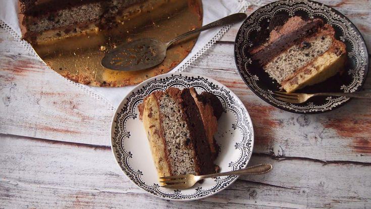Kiedy szukałam inspiracji na tort, przejrzałam wiele stron. Ostatecznie zainspirowało mnie to ciasto. Niestety nie udało mi się zrobić zdjęć, które oddawały by jego urok, ale zapewniam was taki cia…