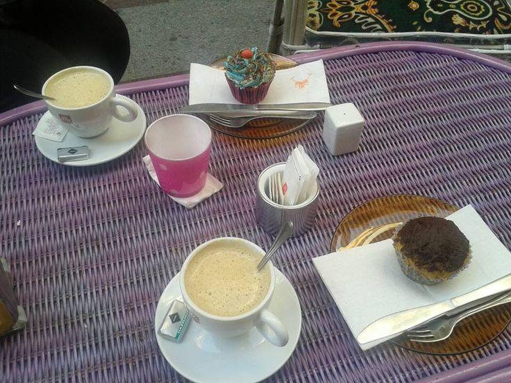 Café y 'cupcakes' en la terraza de Marcake's.