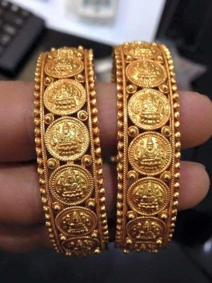 Gold Bangles Designs Catalogue Fashion Beauty Mehndi Jewellery Blouse Design Giil In 2019 Jewelry Bangle Bracelets