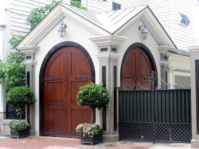 A beautiful 39 garage 39 in charleston not without it 39 s own for Beautiful garage doors