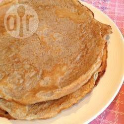 Gewone pannenkoeken, zoals oma ze maakt. Met boekweitmeel en bloem. Lekker met stroop, fruit, suiker, jam, spek of wat je maar lekker vindt!