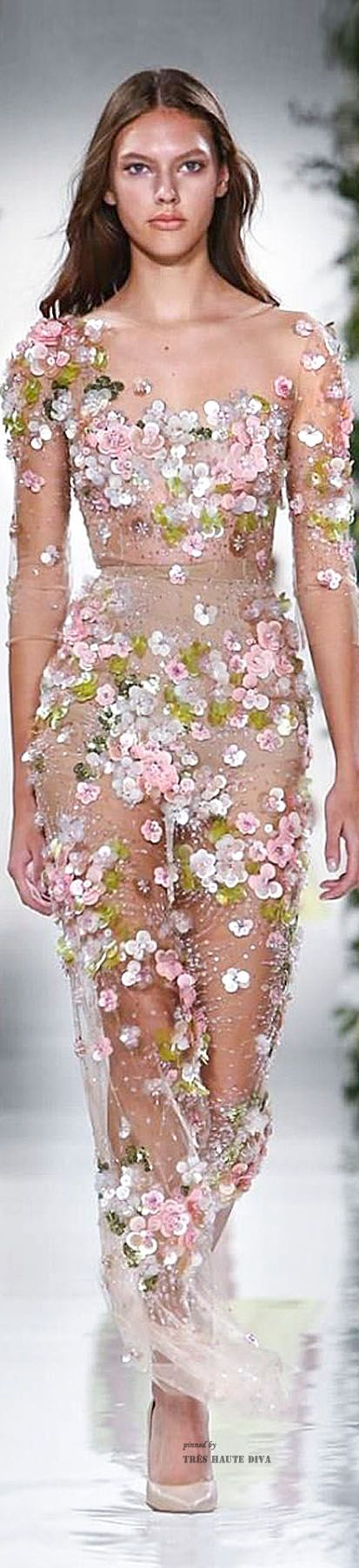 Hermoso vestido de noche para invitadas de una boda elegante #BodaTotal
