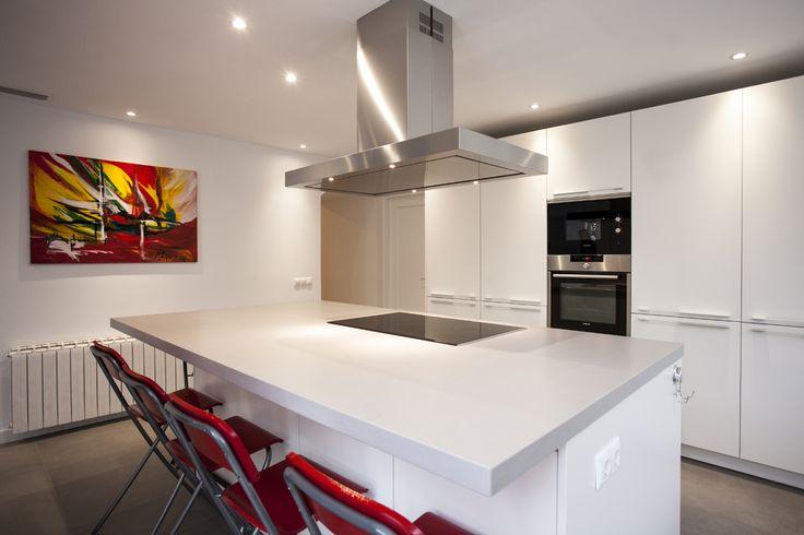 Cocimed crea ambientes familiares, jóvenes, dinámicos. Las cocinas Santos, son ideales para crear estos ambientes. Cocimed, distribuidor oficial de cocinas Santos.