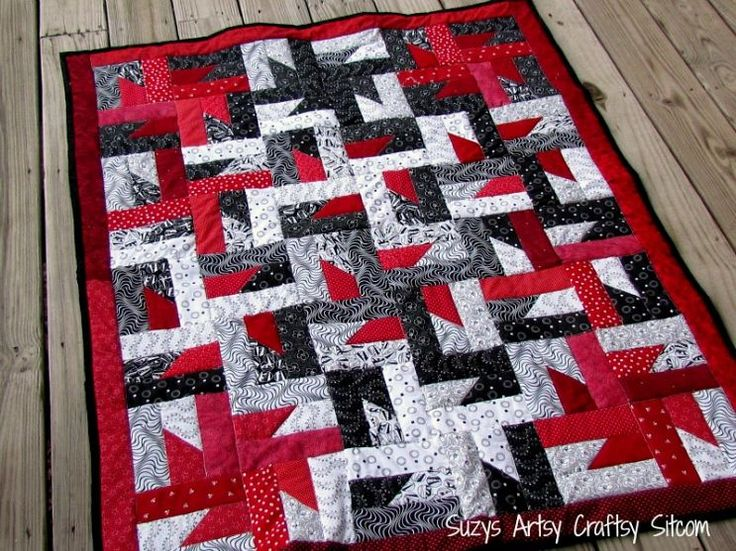 Free Quilt Pattern and Tutorial ~ http://suzyssitcom.com/wp-content/uploads/2013/04/Windmills-at-Night-Quilt.pdf
