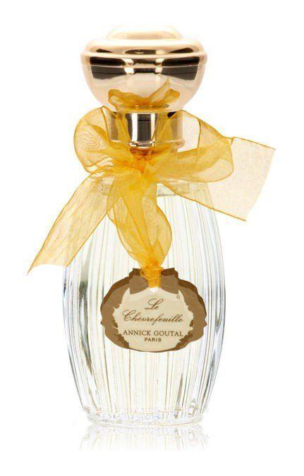 Mit dem Eau de Toilette LE CHEVREFEUILLE begeistert Annick Goutal Herren, die einen angenehmen Duft schätzen. Dazu trägt der elegante Duftcharakter des Parfums bei. Elegant und frisch – das Annick Goutal LE CHEVREFEUILLE Eau de Toilette Ein erstes Gefühl für den Duft garantieren Ihnen Noten von Bergamotte, die Sie angenehm finden werden. Das Highlight des Duftes ist der Wechsel zwischen seinen Entfaltungsphasen durch Noten wie Ingwer. Langanhaltend und individuell duftend, entfalten sich…
