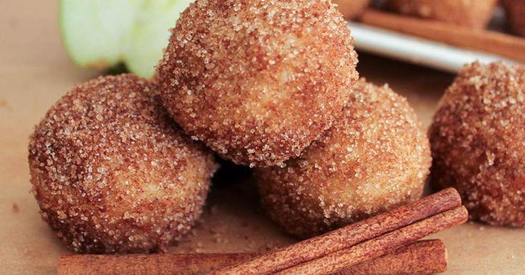La plus agréable de ces boules de pâte aux pommes, c'est qu'elles sont cuites au four en seulement 10 minutes!
