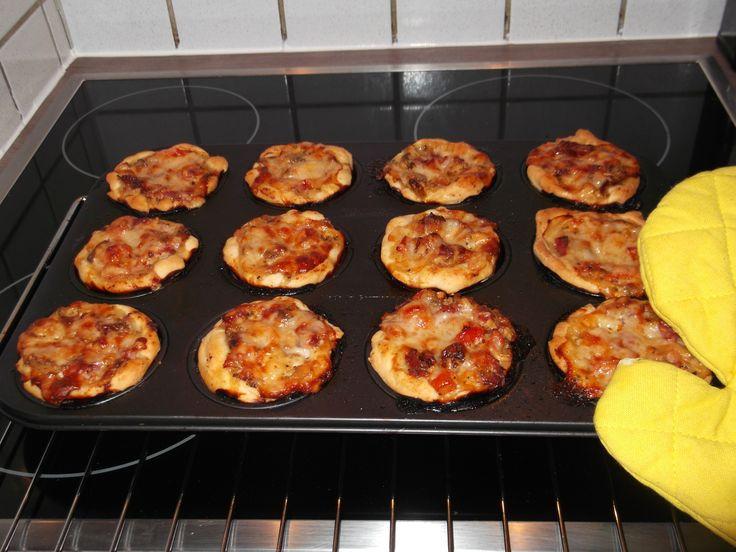 Kjero Pizza Muffins http://www.kjeronews.com/2013/04/pizza-muffins/ Bildquelle: Charlotte Schöberl