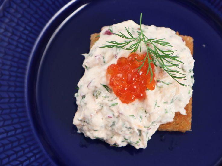 Toast med varmrökt laxröra | Recept från Köket.se