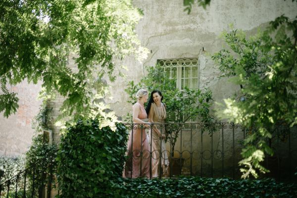 Bridesmaids in Blush and Gold   photography by http://www.leliascarfiotti.com
