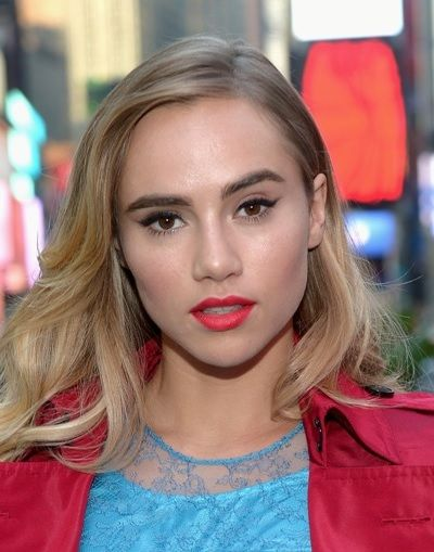 Suki Waterhouse Natural Blonde Hair Colour includes 25 popular English British hairstyles by this model. Dark, Flaxen, Fair-haired Hollywood images how to make.