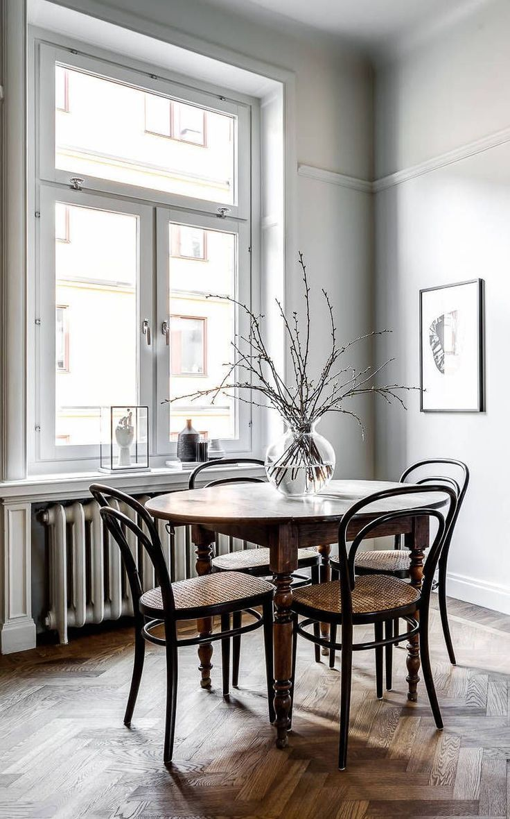 Classy Home With Natural Materials Interior Bentwood Chairs Home Decor