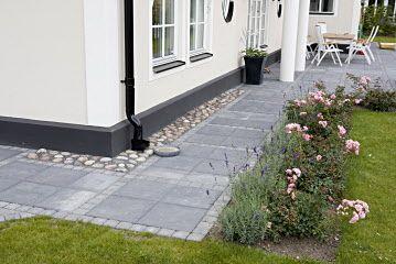 S:t Eriks - kullersten och betongplattor. fin färgsättning på huset.