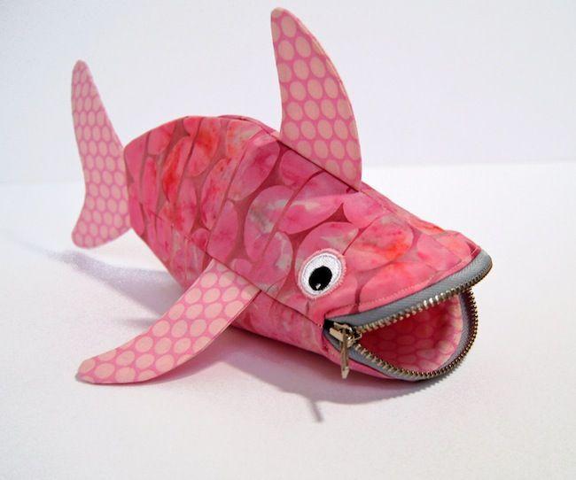 Vuelta al cole: estuche para lápices para niños con forma de tiburón