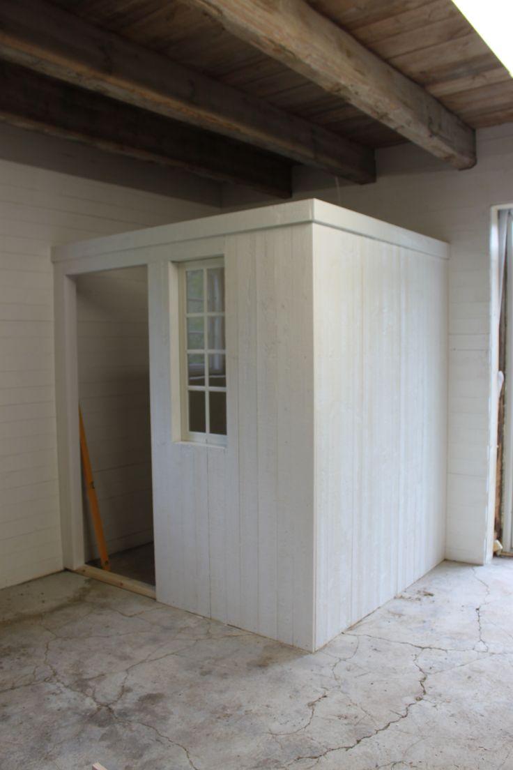 Frid & Fröjd Stockamöllan april 2014. Inredningen börjar växa fram. Ett litet lager och kontor byggs i ett hörn.