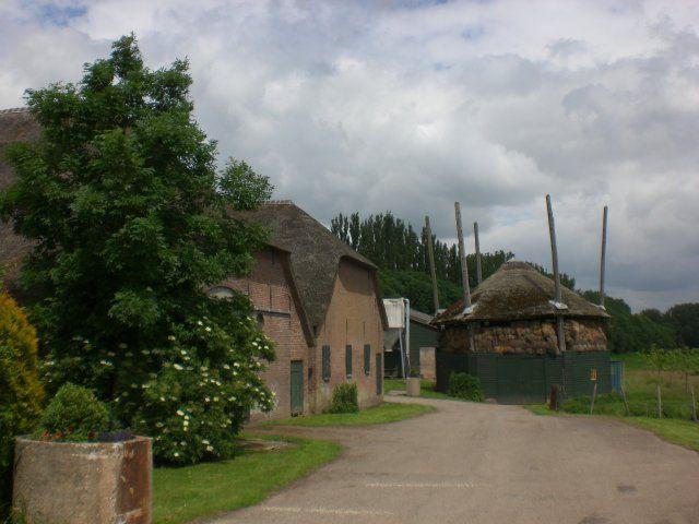Beesd, boerderij aan de Appeldijk op het landgoed Marienwaerdt