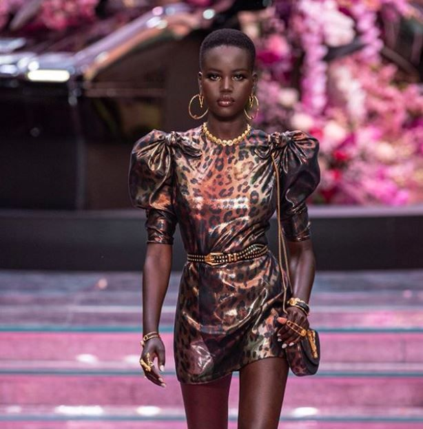 Revista Erra Foto De Modelo Negra Em Entrevista E E Acusada De Racismo Versace Family British Fashion Awards Donatella Versace
