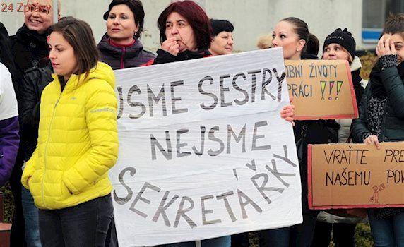 VIDEO: Nebudou sestry, nebudou nemocnice, hlásaly transparenty u úřadu
