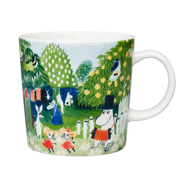 The Moominvalley art mug from Arabia features Tove Jansson's colourful aquarelle that was published on the cover of Moumine Le Troll in 1968. Created originally for Finn Family Moomintroll, the motif was chosen for the mug together with the Tampere Art Museum and a representative of the city of Tampere from a large collection of Jansson's artworks she had donated to the museum in the 1980's.