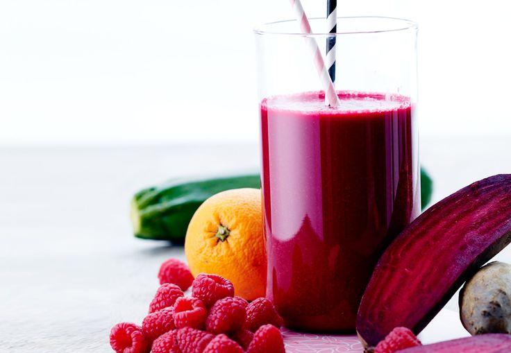 Blend dig til 600 g grønt om dagen med denne power-smoothie med rødbede og hindbær.