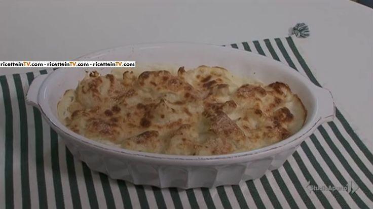 La ricetta del cavolfiore gratinato, proposta da Tessa Gelisio nella puntata odierna (26 aprile 2017) di Cotto e mangiato.