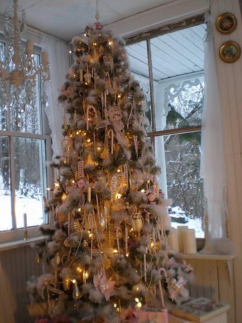 snow bound tree!: White Christmas Trees, Snow Bound, Christmas Time, Studios, Shabby Chic Christmas, Snowy Christmas, Christmas Decor, Beautiful Sandy, Shabby Streamsid