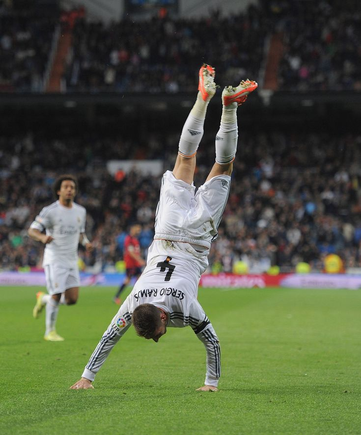 Can it get any better for #RealMadrid? Just over 40 minutes played and the score is Bayern Munich 0-3 Real Madrid. Sergio Ramos is having a fantastic game for the Galacticos!  Latest Live Betting odds at http://www.rajahbet.com/  Bayern Munich @ 21.00 Draw @ 8.75 Real Madrid @ 1.20  #UEFA #ChampionsLeague #FreeBet