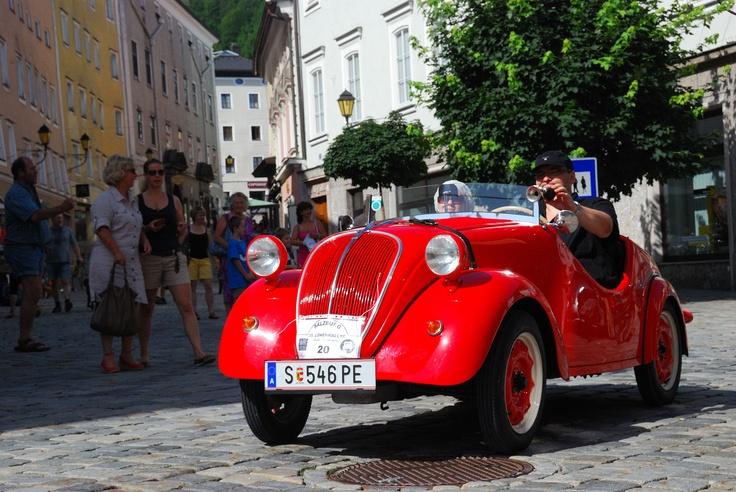 Start-Nr. 4:  Der Fiat Topolino Roadster von 1937 ist das kleinste, mit 17 PS das schwächste, aber gleichzeitig auch das sympathischte Auto im Feld.  Bildnachweis: Eigentümer (Martin Zehentner)