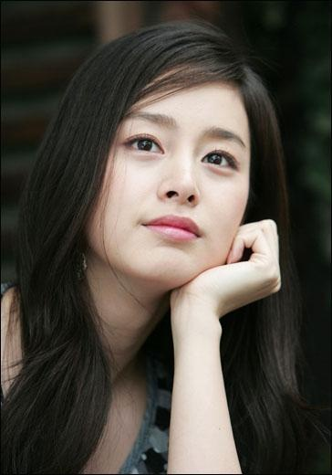 Kim Tae Hee is one of the best Korean actresses. Her teeth are perfect, too.