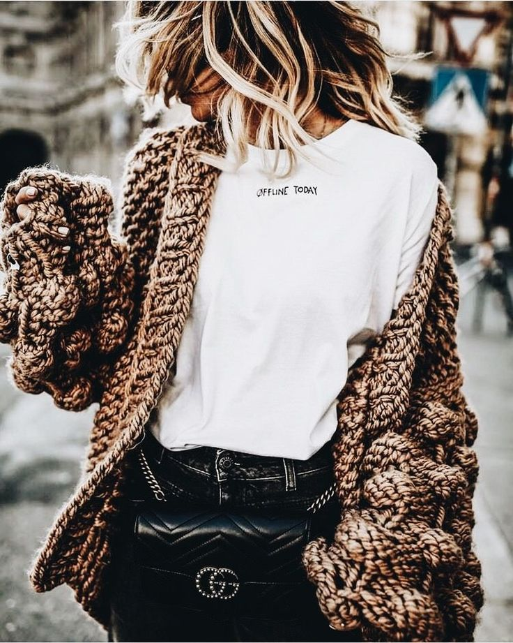 F/W Graphic shirt, knit sweater and jeans