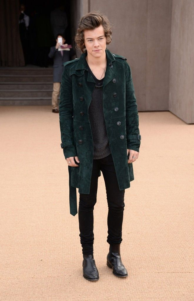 Shop Mens suede trench coat and tan leathers here: http://rstyle.me/n/bjx3uib5nw7 Harry Styes at the Burberry Prorsum show.