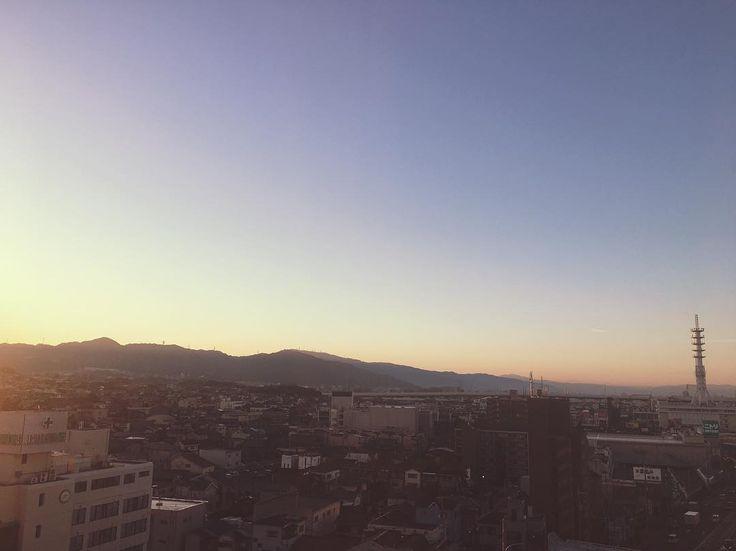 . This morning glow seems like the beginning my new life  . . . #早朝 #朝日#朝陽 #朝焼け #青空 #空 #いまそら #イマソラ #天気 #雲 #今日の空 #ファインダー越しの私の世界 #sky #skyblue #skyporn #sunrise #morningglow #sunrise_pics #instasky #instasunrise #myview