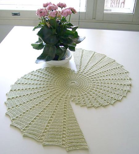 pineapple table runner crochet pattern | Table runner - need help