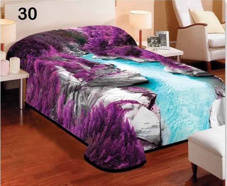 Moderní deka přes postel fialové barvy s motivem řeky