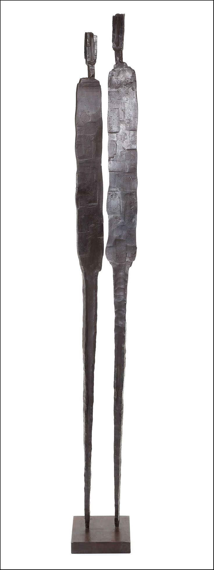 Artiste sculpteur, Maxime Plancque est né en 1958 à Rouen. Il vit aujourd'hui dans la Manche où il p...