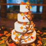 Düğününüz sonbahar döneminde ise pastanızın üzerine iliştirilen yaprak süslemeleri, duygusal hava yaratmanıza yardımcı olacaktır. #maximumkart #düğünkonseptleri #kışdüğünü #düğünfikirleri #düğünhazırlıkları #düğünmekanı #düğünsüsleri #düğünpastası