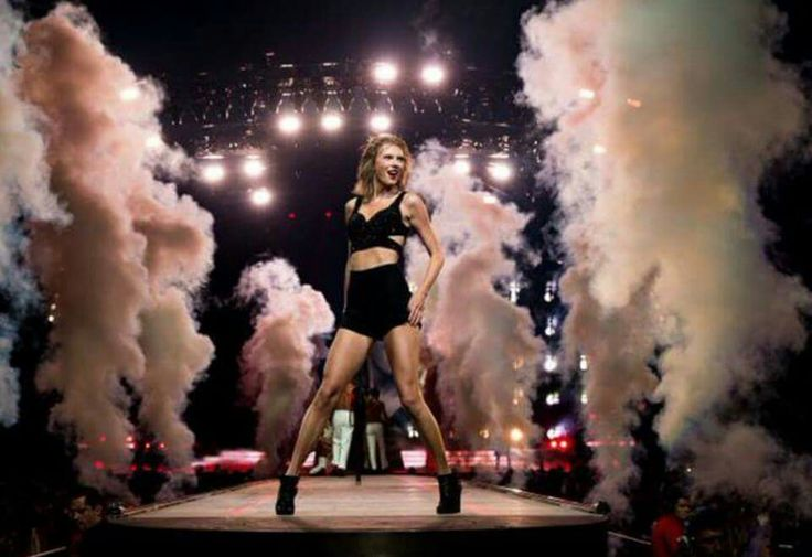 Taylor Swift staples center, she is a queen