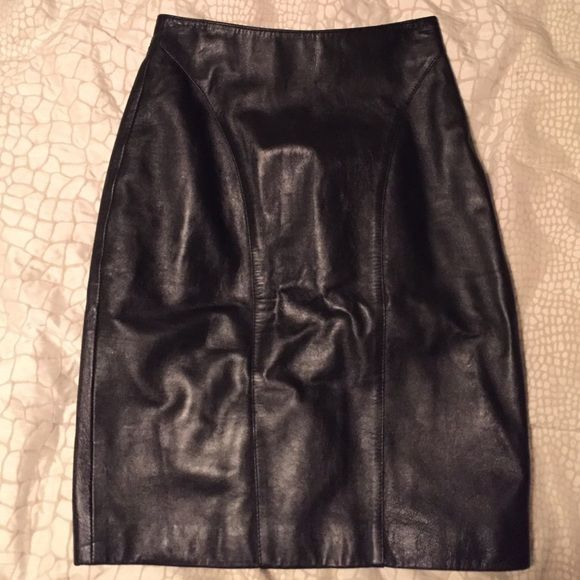 1 HR SALE- ends at 2! Black leather pencil skirt Black leather pencil skirt, very cute but too small for me! Skirts Pencil