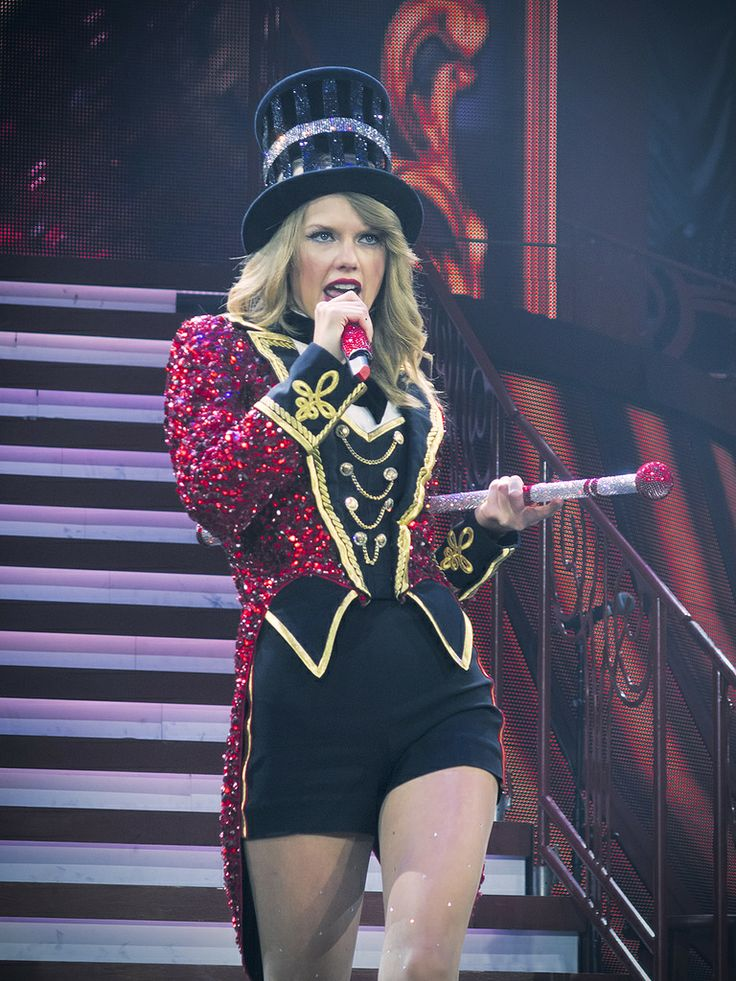 "Taylor swift singing ""We Are Never Getting Back Together"" at the Red Tour in London"