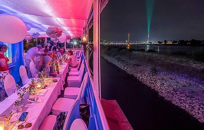 Partyboot im Düsseldorfer Sporthafen für Dein Silvester 2016 exklusiv mieten #Silvester #Düsseldorf #Bootshaus #Nautic http://blog.eventsofa.de/silvesterlocations-2016-silvesterparty-organisieren/