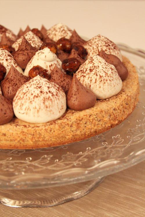 Ce soir, je partage avec vous une recette de tarte façon Fantastik. C'est une recette que j'ai réalisé il y a quelques semaines à l'occasion d'un repas entre amis et qui a beaucoup plu. En même temps, un dessert qui associe noisette, caramel, chocolat, vanille… ça fonctionne forcément 🙂 J'ai utilisé la recette de pâte … … Lire la suite →