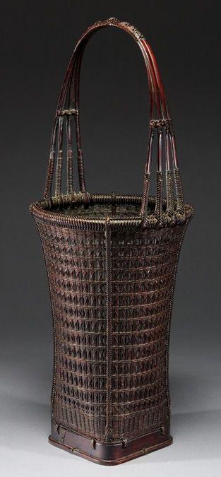 Vase-form ikebana basket with squared base - Chikuunsai I signature