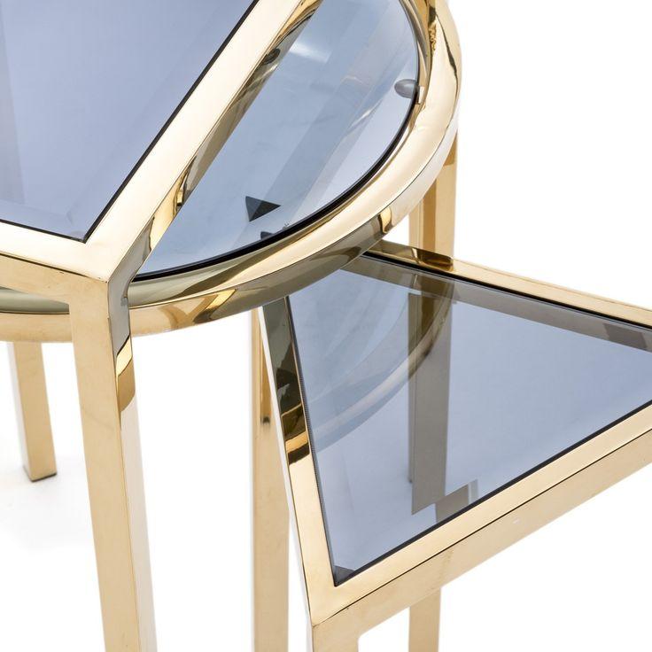 EWEN STYLE -Table gigogne. Faites un retour aux cours de géométrie de la petite école avec la plus ludique des tables gigognes. // Geometry is an important part of art deco design, and this fun set knows it.