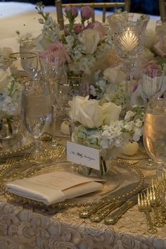 Gold and creme table scape color scheme