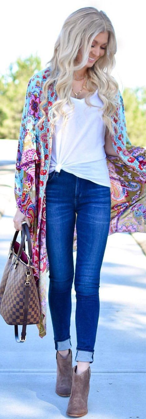 #winter #outfits blue denim jeans with teal and pink floral shawl. Pic by @tay_brandenburg.
