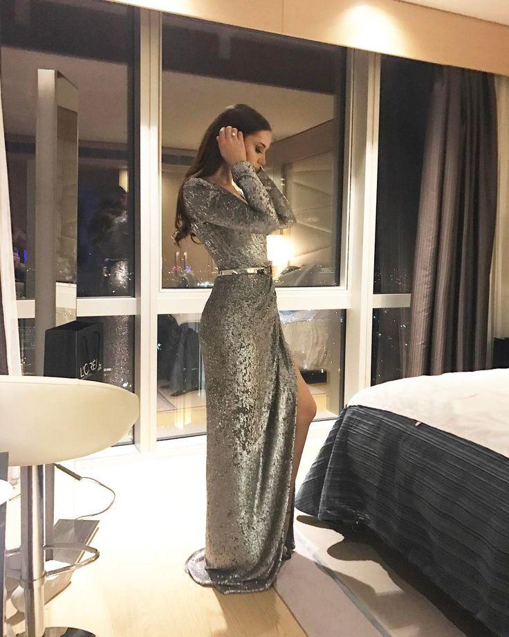 """405.4 mil Me gusta, 1,586 comentarios - Fahriye Evcen (@evcenf) en Instagram: """"Thank you honey for this gorgeous dress! ✨ @rasitbagzibagli"""""""