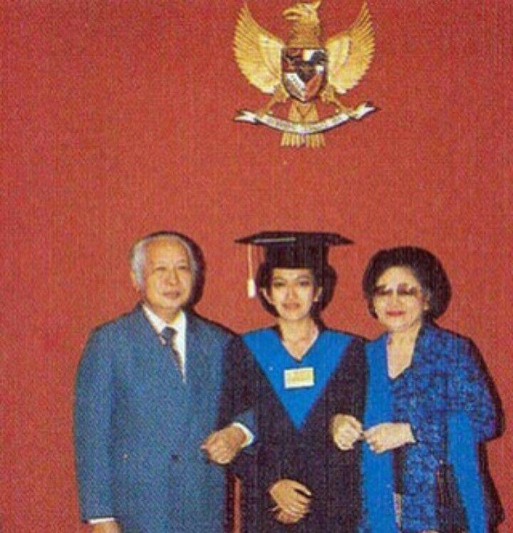 Wisuda bunda Mamik di IPB  Bogor
